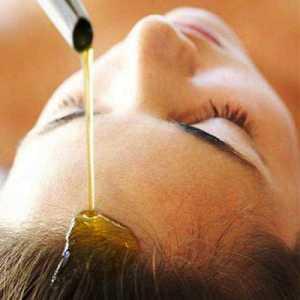 На фото касторовое масло для волос.