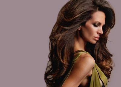 На фото: объемные волосы – мечта многих женщин