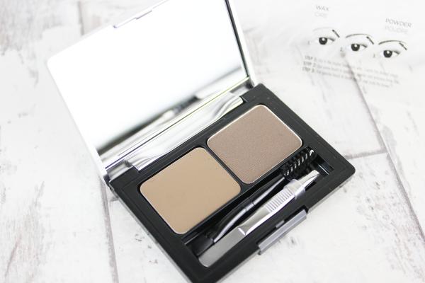 Набор L'oréal Paris Brow Artist Kit состоит из теней и пигментированного воска