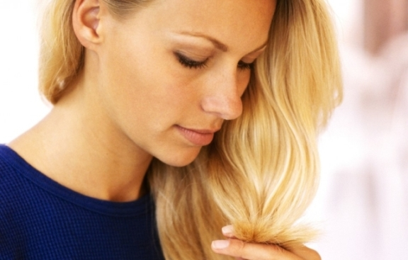 влияют ли месячные на покраску волос