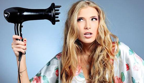 Не забывайте вовремя сушить волосы после завивки