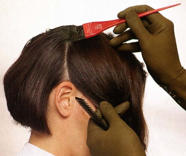 Как правильно покрасить корни волосы в домашних  887