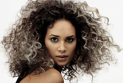 Несмотря на все позитивные стороны, карвинг является химической процедурой, способной повредить структуру волос