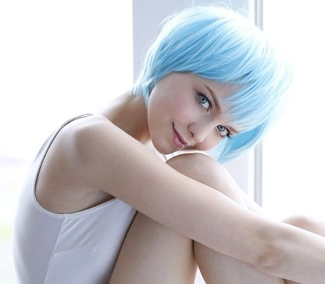 «Неяркая» яркость своими руками – сочетание голубых волос и легкого макияжа с акцентом на глаза