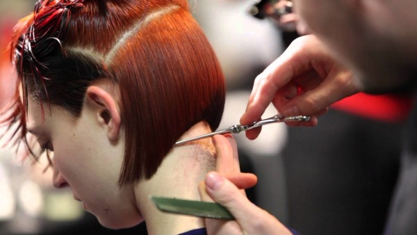 Нужное время для выполнения стрижки определяется ее сложностью и опытностью парикмахера