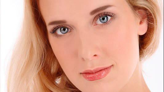 Обладательницы коротких линий над глазами имеют зачастую независимый характер, они амбициозны и вспыльчивы