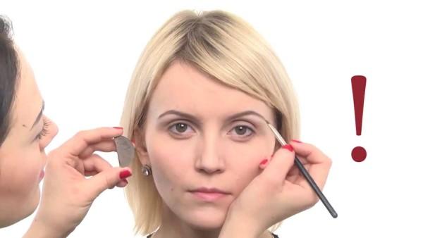 Брови для блондинок (36 фото) с голубыми глазами: видео-инструкция по окраске своими руками, какой цвет выбрать для татуажа, карандаш, краска, тени, фото и цена