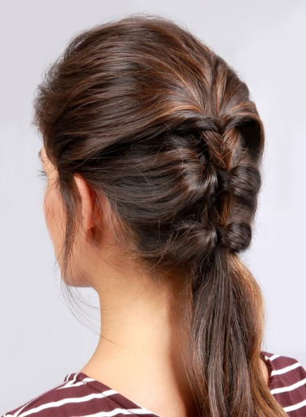 Один из вариантов создания косы без плетения