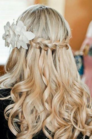 Оригинальная заколка сделает вашу косу водопад еще более примечательной