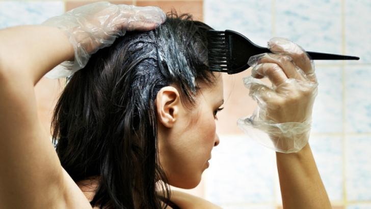 Как бережно осветлить крашеные волосы
