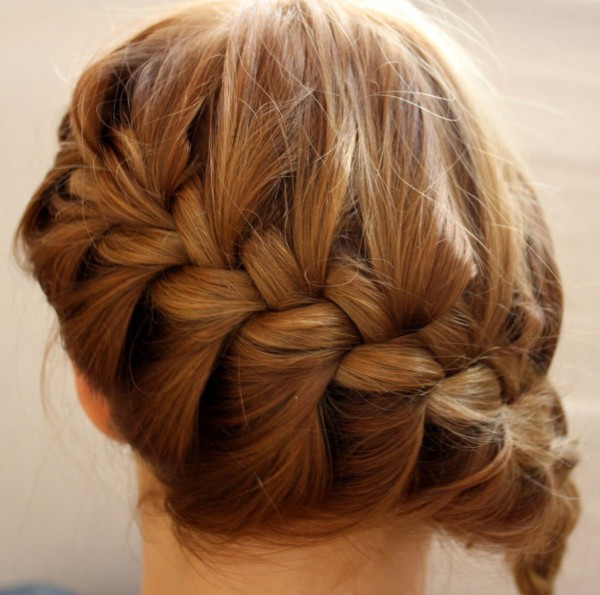 Освоить этот способ легко для тех, кто умеет плести классическую французскую косу