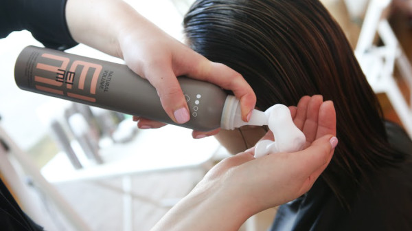 Пенка позволит сделать косу более аккуратной