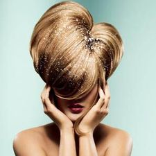 Перхоть и выпадающие волосы – неприятная проблема