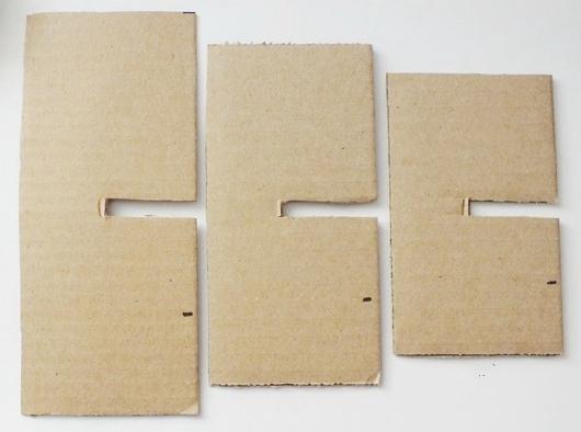 Подготовьте три картонных шаблона, однако длина вырезанной линии на каждом должна уменьшаться на 2,5 см, ширина остаётся неизменной.