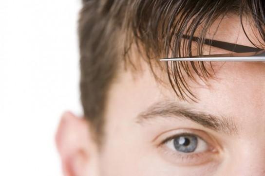 Подстричь челку можно самостоятельно