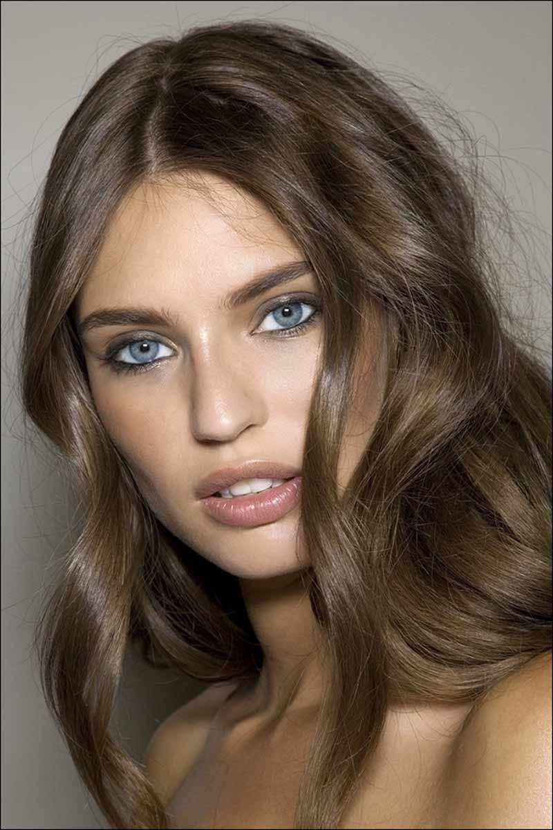 Бежевый цвет волос и серые глаза