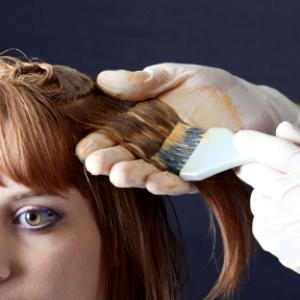 После родов волосы часто изменяют свой цвет, в связи с этим необходимо подбирать новый оттенок привычной краски.