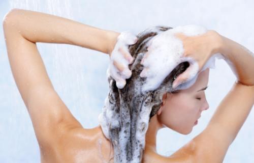 После завивки, воздержитесь хотя бы несколько дней от мытья головы.