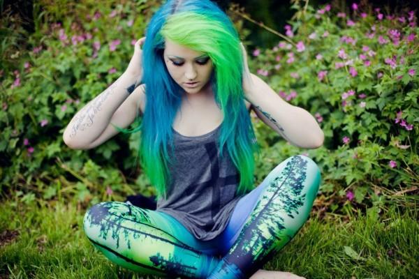 При многоцветном окрашивании зеленый можно сочетать с синим, желтым и голубым