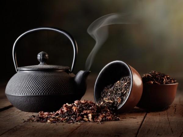 При регулярном использовании черный чай окрасит ресницы в темный цвет