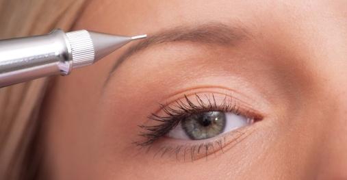 При тонких, редких и светлых волосках этот метод гораздо лучше, чем волосковой.