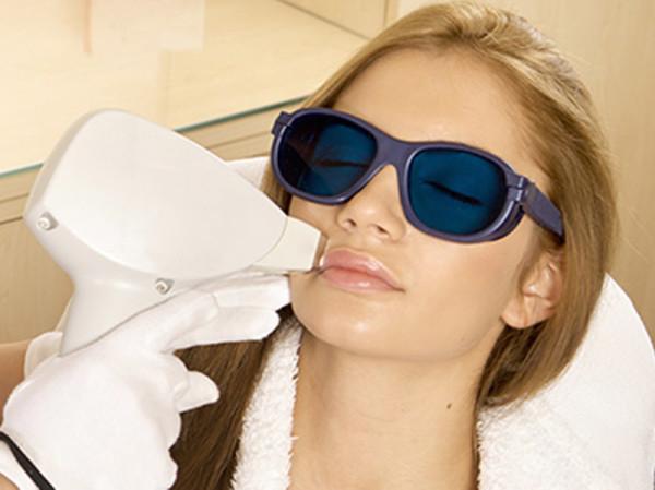При выборе лазера косметолог ориентируется на тип и цвет кожи