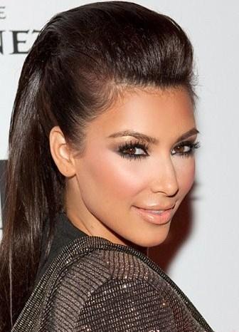 Прическа с начесом назад на средние волосы