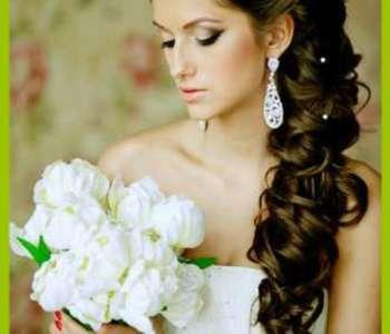 Прическу на бок давно полюбили невесты