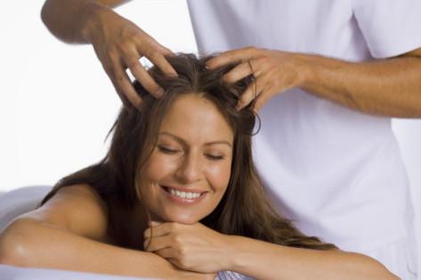Процедуру массажа можно проводить и своими руками