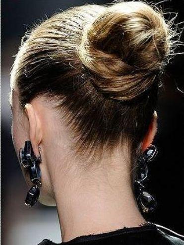 Как сделать красивую шишку из волос на голове