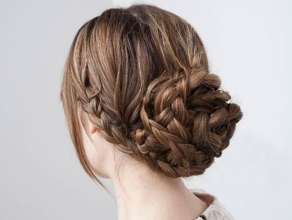 Пучок из кос – еще один отличный вариант создания роскошной укладки