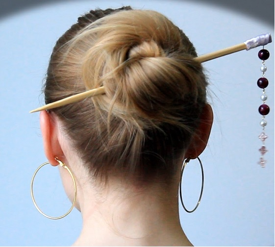 Прически с китайскими палочками для средних волос