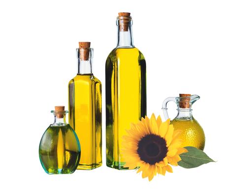 Растительные масла обеспечат увлажнение и питание шевелюры