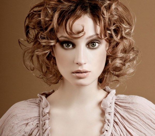 Решить проблему тонких волос всегда можно за счет мелких завитков или мягких волн