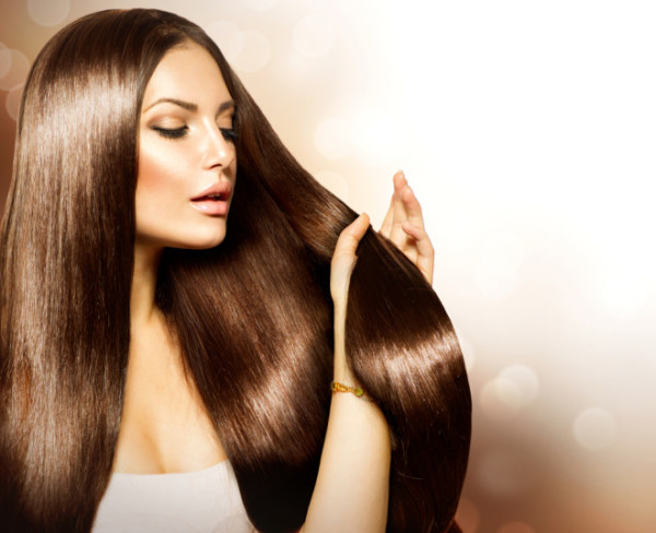 Роскошные прямые волосы – мечта большинства обладательниц кудряшек