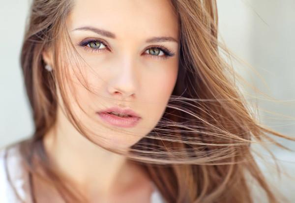Какой цвет волос подходит к каре зелёным глазам