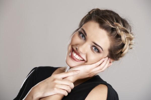 С помощью косы можно легко спрятать надоевшую челку
