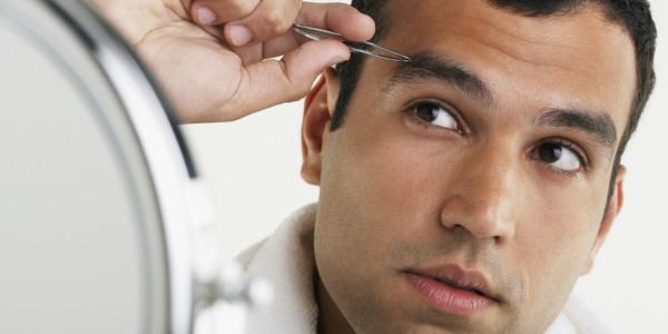 С помощью пинцета можно легко убрать лишние волоски, а чтобы научиться им пользоваться, не понадобится инструкция