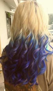 С цветным деграде на светлых волосах вы не останетесь без внимания!