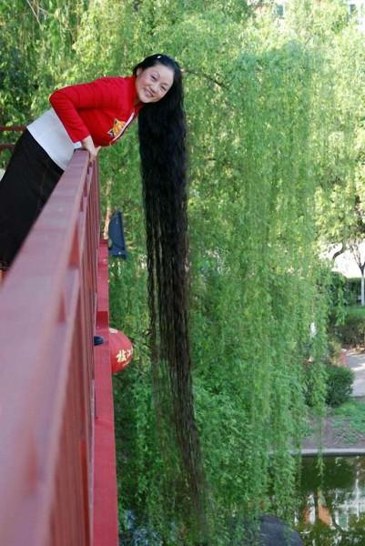 Самые длинные кудри зафиксированы у китаянки
