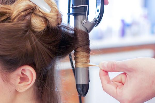 Щипцы для завивки волос большого диаметра в равной степени подходят как для длинных, так и для коротких волос
