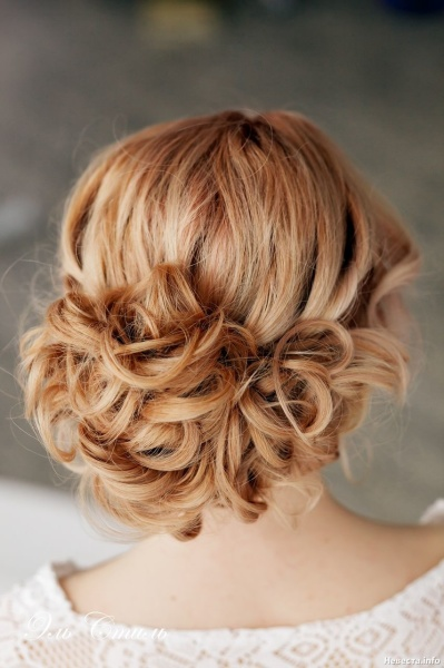 Создадим этот красивый пучок на длинные волосы своими руками.