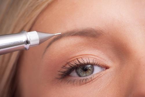 Сухая кожа лучше приспособлена для нанесения пигментов