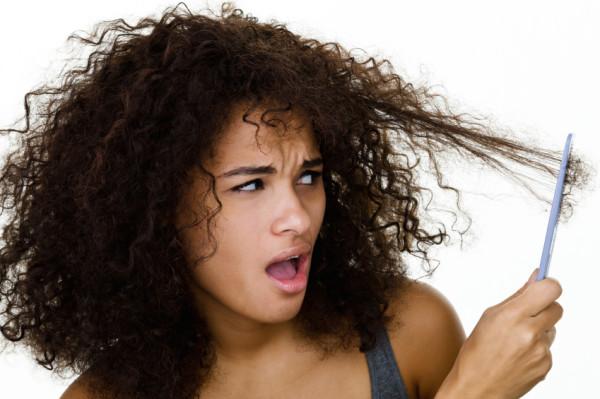 Сухость, ломкость и тусклость – частый результат применения агрессивных составов