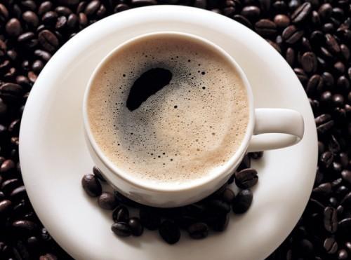 Сваренный и процеженныйсвоими руками кофе сделает цвет шевелюры более насыщенным