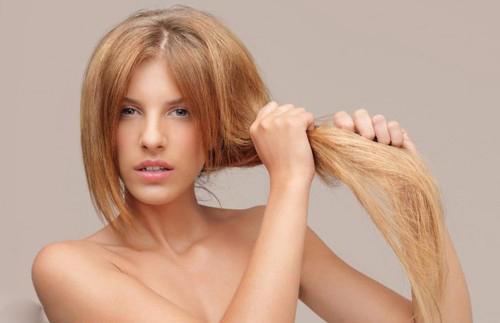 Термозащитный спрей поможет предотвратить чрезмерное пересушивание волос
