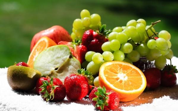 В приготовлении масок можно использовать не только наши отечественные фрукты с родного сада, но и заморские – авокадо, киви и ананас