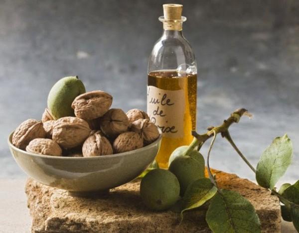 Вместо ядер грецких орехов при приготовлении маски можно использовать масло холодного отжима