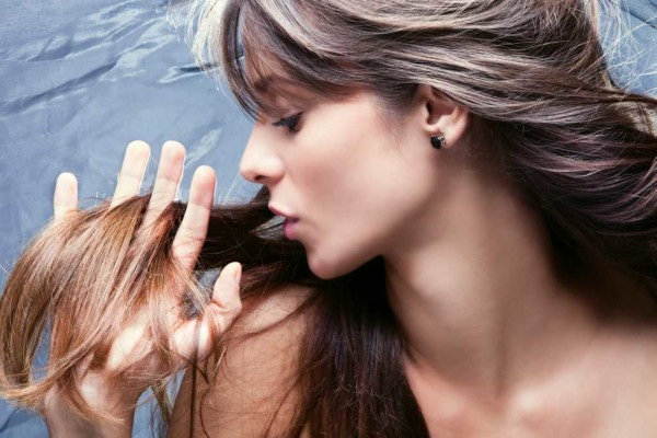 Вопрос ломкости волос – это проблема внутреннего состояния организма и внешнего воздействия