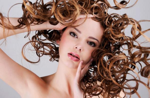 Восхитительно выглядят на длинных волосах крупные волны